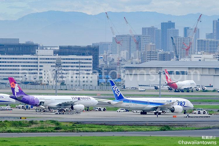 羽田空港に駐機されるカンタス、ハワイアン、ANA