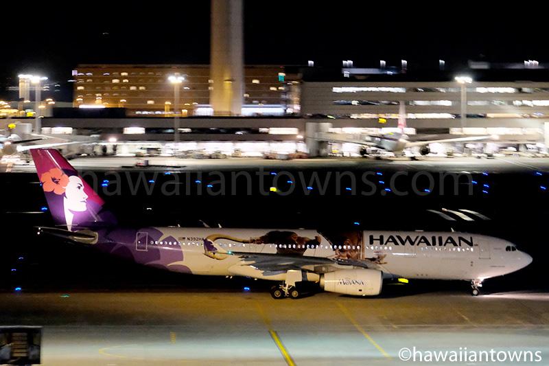 羽田空港に到着したハワイアン航空『モアナと伝説の海』特別塗装機N392HA