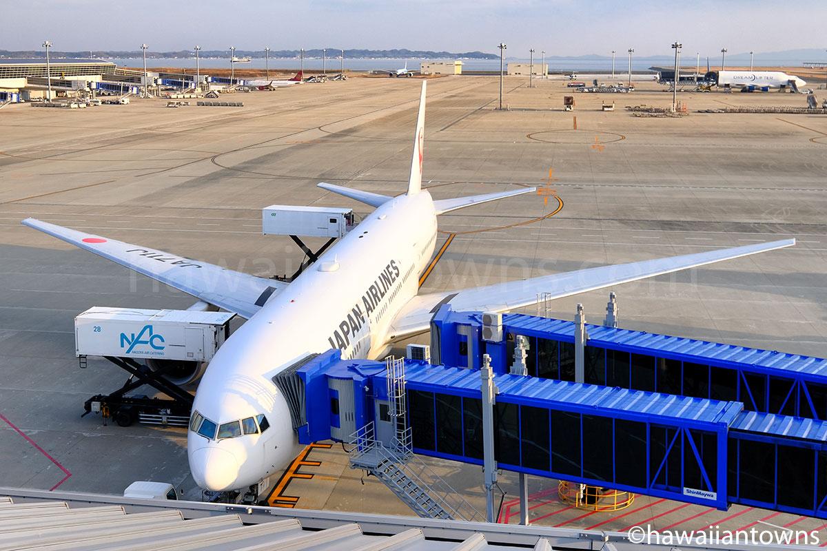 中部国際空港に駐機中のJAL B772