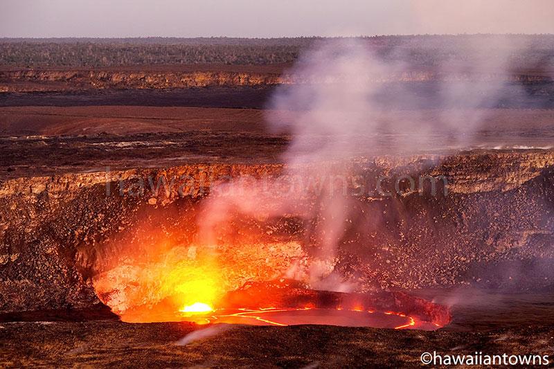 ハワイ火山国立公園のハレマウマウ火口
