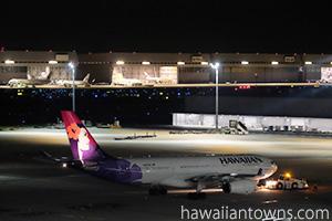 離陸を待つハワイアン航空のHA1458便