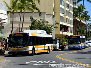カパフル通りを走るTheBusのバス