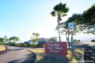 看板は Kapalua West Maui Airport の表記
