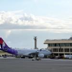 ホノルル空港に駐機中のハワイアン航空機