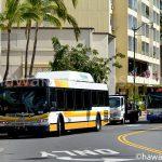 カパルア通りを走るザ・バス