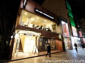 表参道沿いの分かりやすい場所、店舗はビルの2階に